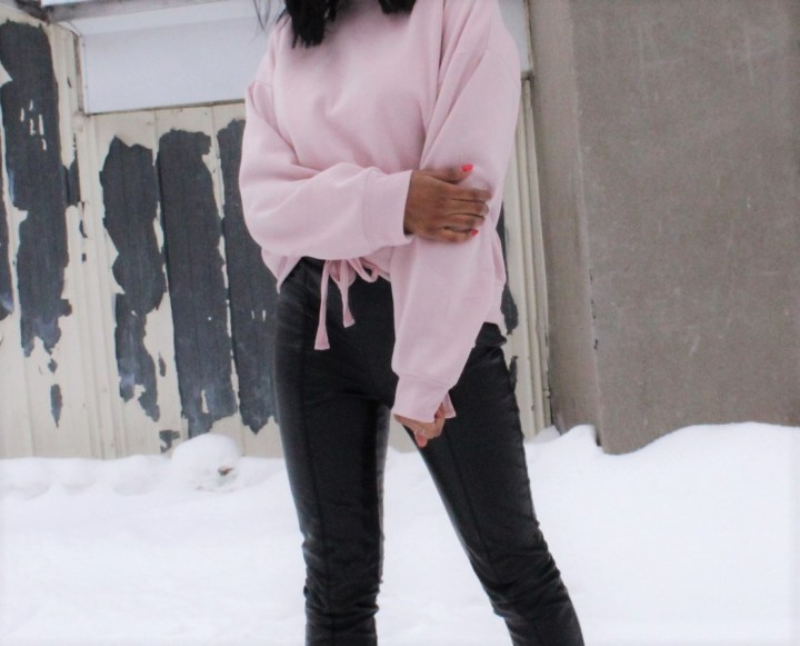 Style_expeirence_blush_sweater_winter_2017_close_up