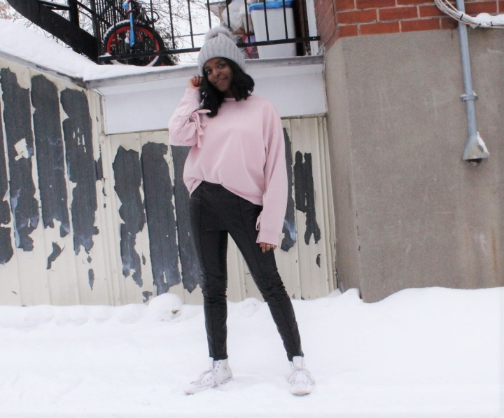 Style_experience_blush_sweater_winter-2017_pose_2