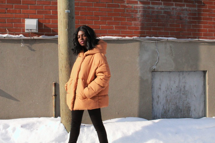 Style_experience_yellow_puffer_jacket_pose1