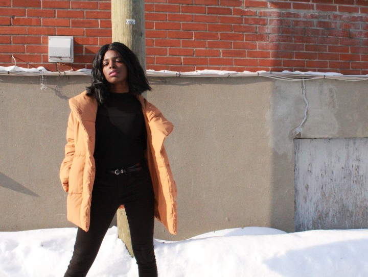 Style_experience_yellow_puffer_jacket_pose2