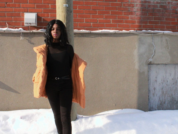 Style_experience_yellow_puffer_jacket_pose3